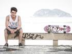 Gato radical! Guilherme Leicam, o Vitor de Malhação, faz ensaio andando de skate!