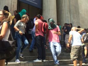 Manifestantes mascarados estiveram no protesto (Foto: Alessandro Ferreira/G1 Rio)