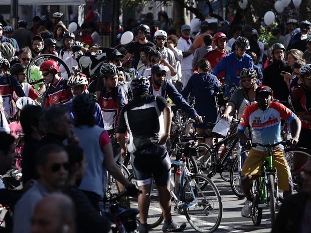 Ciclistas lotaram Avenida Paulista neste domingo para abertura de ciclovia (Foto: Caio Kenji/G1)