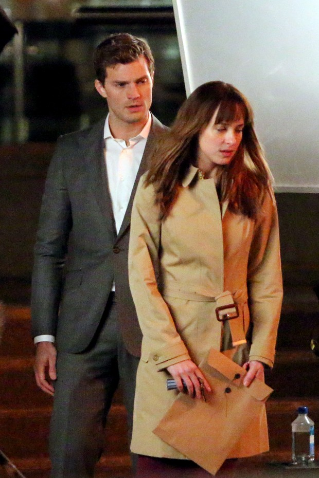 Jamie Dornan e Dakota Johnson gravam 50 Tons de cinza (Foto: Agência Grosby Group)