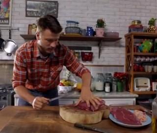 Picanha invertida: veja como fazer a carne de forno recheada (Foto: Reprodução/GNT)