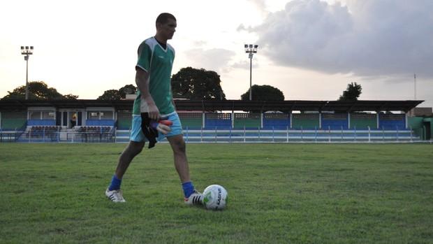 Douglas, goleiro do Barras no Piauiense 2013 (Foto: Renan Morais/GLOBOESPORTE.COM)