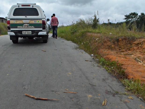 Corpo foi encontrado na Avenida Mâncio Lima, em Cruzeiro do Sul (Foto: Adelcimar Carvalho/G1)