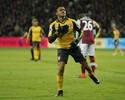 Sánchez faz três gols, Arsenal sacode  West Ham e assume a vice-liderança
