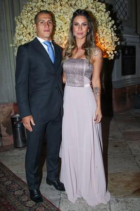 Lizi Benites com o namorado em casamento em São Paulo (Foto: Manuela Scarpa/ Foto Rio News)