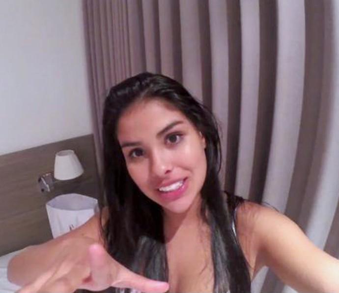 Munik gravou vídeo já no hotel, após comemorar vitória do 'BBB16' (Foto: TV Globo)