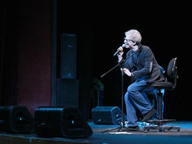 Fabio Concato emocionou público no Teatro Amazonas com músicas românticas  (Foto: Tiago Melo/G1 AM)