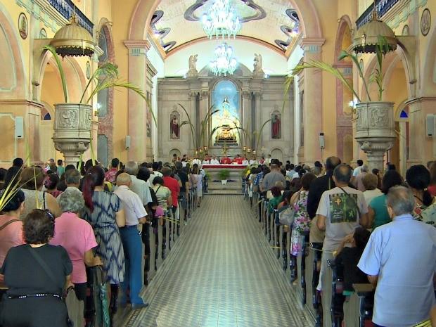 Missa Domingo de Ramos na Igreja da Matriz, em Manaus (Foto: Reprodução/ TV Amazonas)
