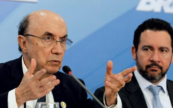 O ministro da Fazenda, Henrique Meirelles, e Dyogo de Oliveira (Planejamento), durante entrevista (Foto: Givaldo Barbosa / Agência O Globo,Dyogo de Oliveira)