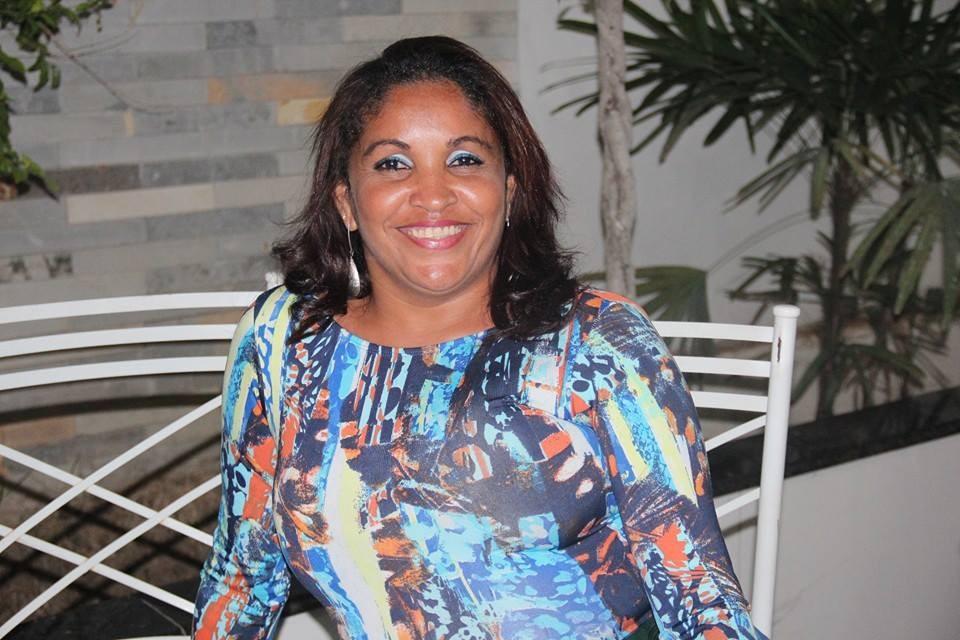 Lurdinha trabalha há três anos na TV Grande Rio (Foto: Êgly Pereira)