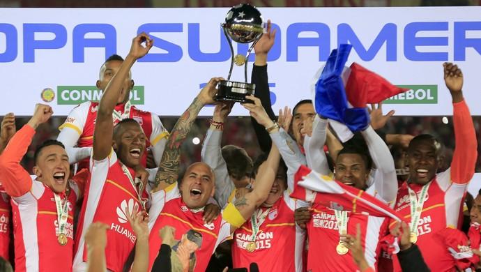 Santa Fé levanta troféu Copa Sul-Americana (Foto: REUTERS/Jose Miguel Gomez)