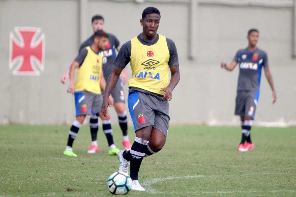 Thalles durante treino do Vasco: melhoria dos índices físicos convenceu Milton a dar nova chance ao atacante (Foto: Paulo Fernandes / Vasco)