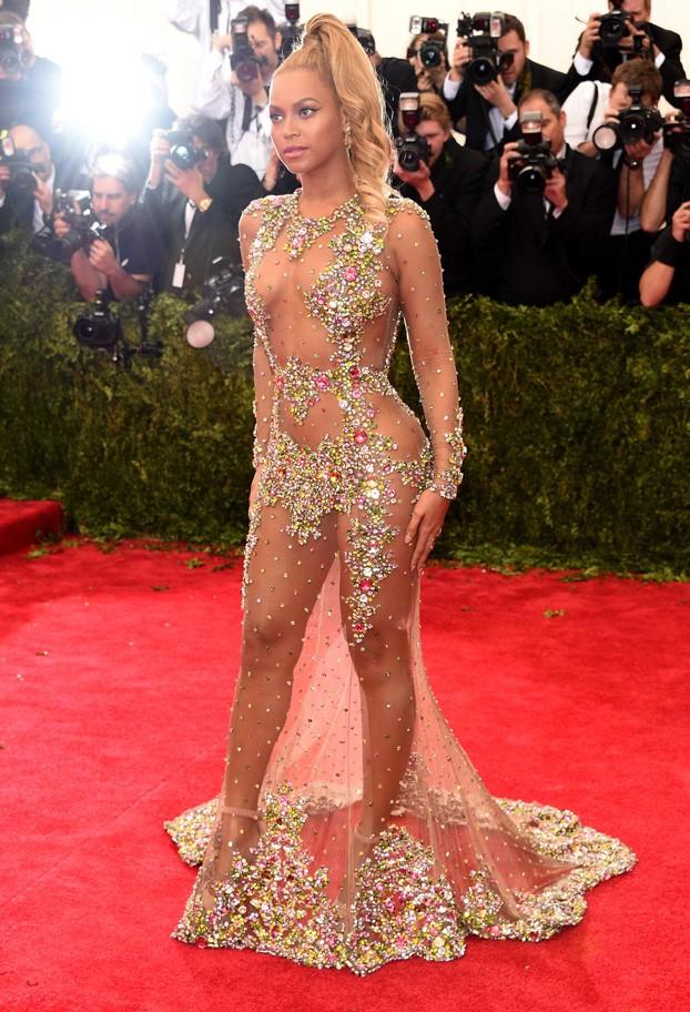Beyoncé leva transparência ao máximo com vestido para Met Gala 2015