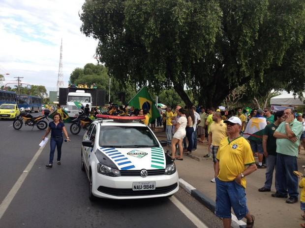 Manifestantes fizeram uma passeata pelo Centro Cívico de Boa Vista (Foto: Marcelo Marques/G1 Roraima)