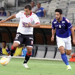 Leo e Ramón Abila, Cruzeiro x Huracán-ARG (Foto: Leonardo Simonini)