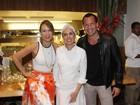 Mariana Ximenes inaugura restaurante com presença de famosos no Rio