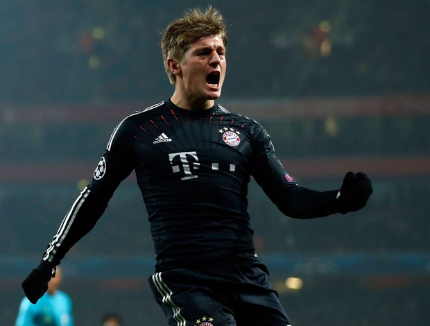 Kroos comemora gol do Bayern de Munique sobre o Arsenal (Foto: Reuters)