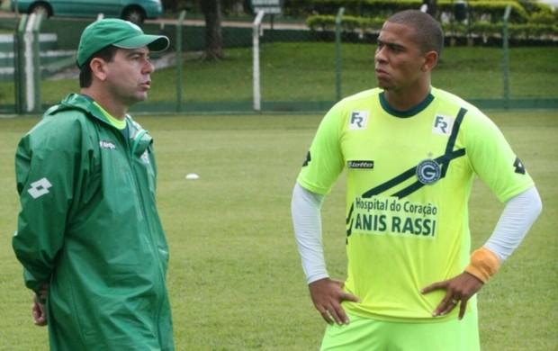 Walter, atacante do Goiás, e Enderson Moreira, técnico do Goiás (Foto: Rosiron Rodrigues/Goiás E.C)