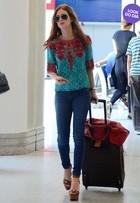 Look do dia: Marina Ruy Barbosa combina jeans com peças estilosas