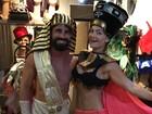 Laura Keller e Jorge Sousa mostram corpos sarados no clima do Carnaval