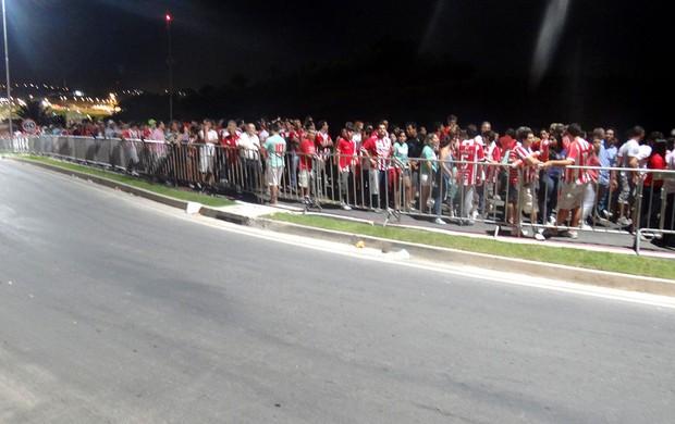 fila saída Arena Pernambuco inauguração (Foto: Marcelo Baltar)