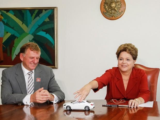 CEO mundial da Mercedes-Benz, Andreas Renschler, e a presidenta Dilma Rousseff (Foto: Roberto Stuckert Filho/PR)