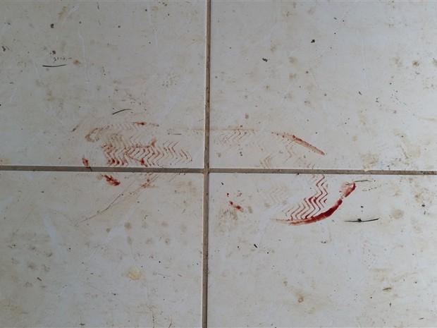 Pegada no local do crime fecha com sapato do namorado (Foto: Polícia Civil/Divulgação)