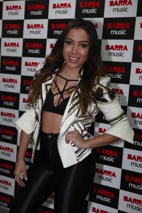 Anitta em show na Zona Oeste do Rio (Foto: Isac Luz/ EGO)