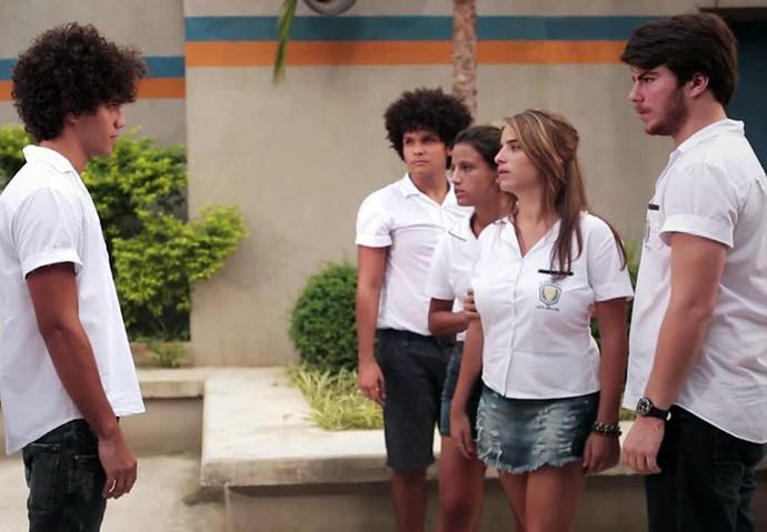 Marquinhos fala um monte de besteira para Camila e Henrique (Foto: Gshow)