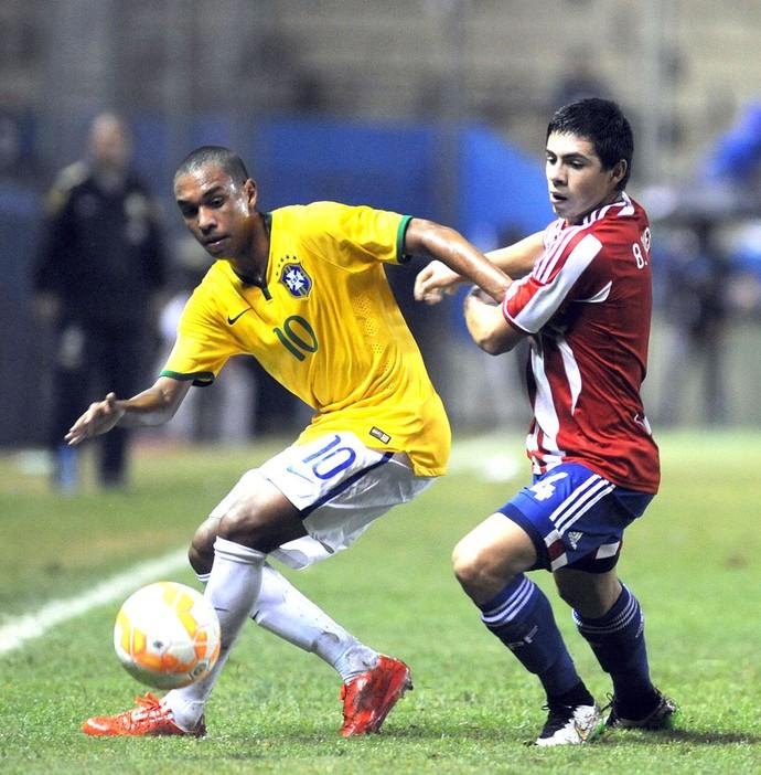Leandro e Riveros, Brasil X Paraguai Sub-17 (Foto: Agência AFP)