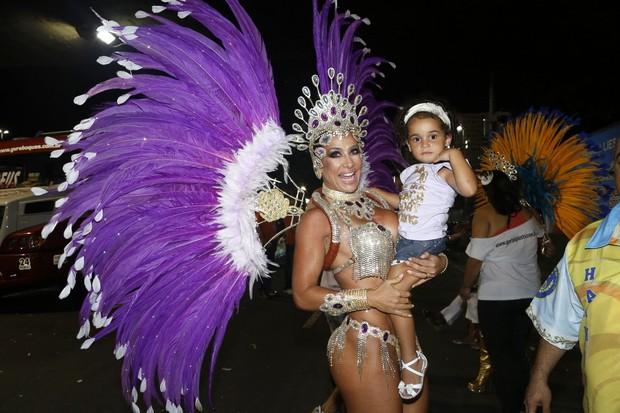 Sheila Carvalho e filha (Foto: Roberto Filho/AgNews)