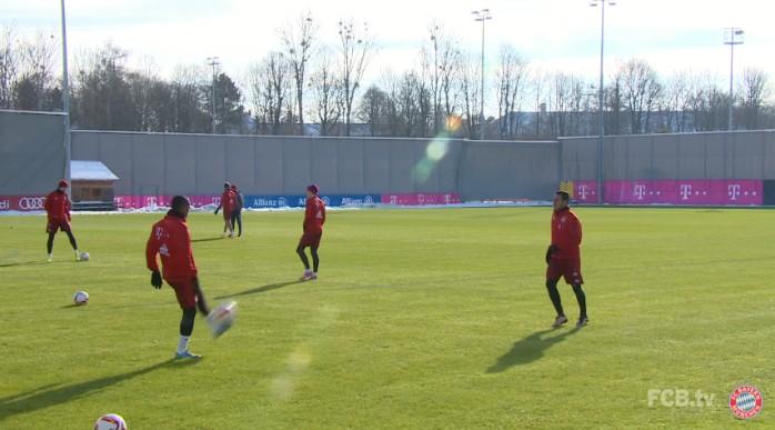 BLOG: Pega esse domínio: Douglas Costa brinca com Thiago e Vidal e dá show em treino