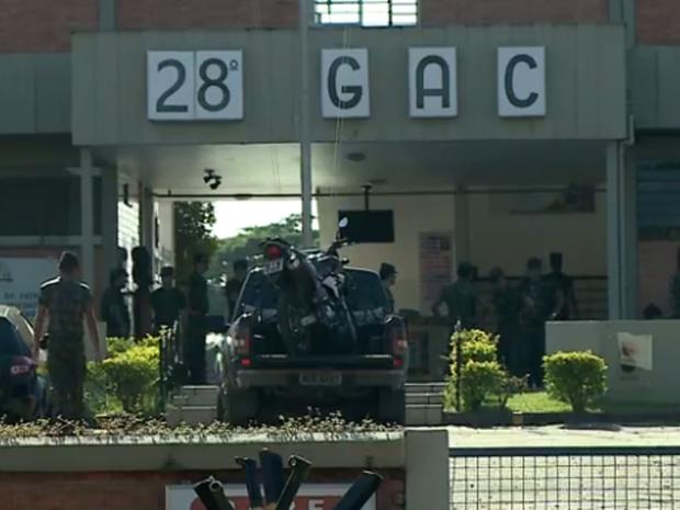 Ação ocorreu no 28º GAC, em Criciúma (Foto: Reprodução/RBS TV)