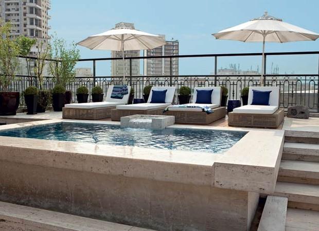 Piscinas poss veis casa e jardim rea externa for Decorar piscina elevada