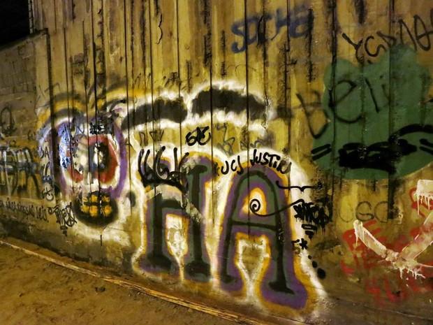 Pichadores se revoltam e destroem grafite de Justin Bieber (Foto: Divulgação)