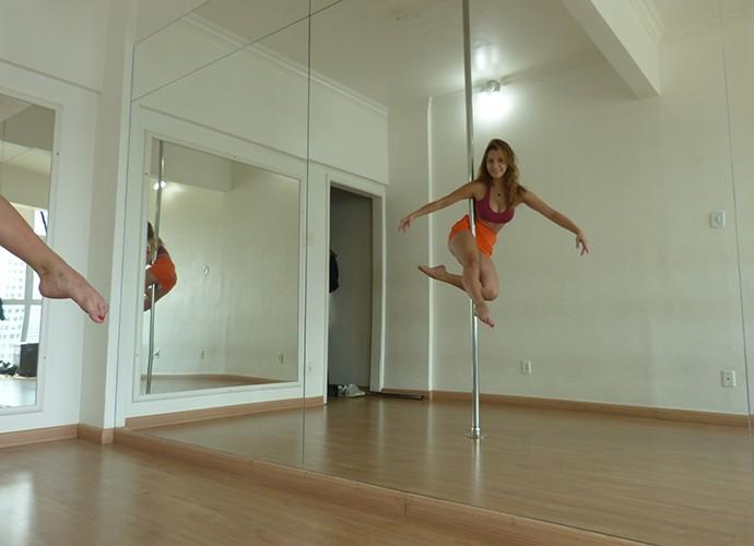Lorena Comparato abre as portas da aula de pole dance e mostra tudo para o Gshow (Foto: Julio Peixoto)