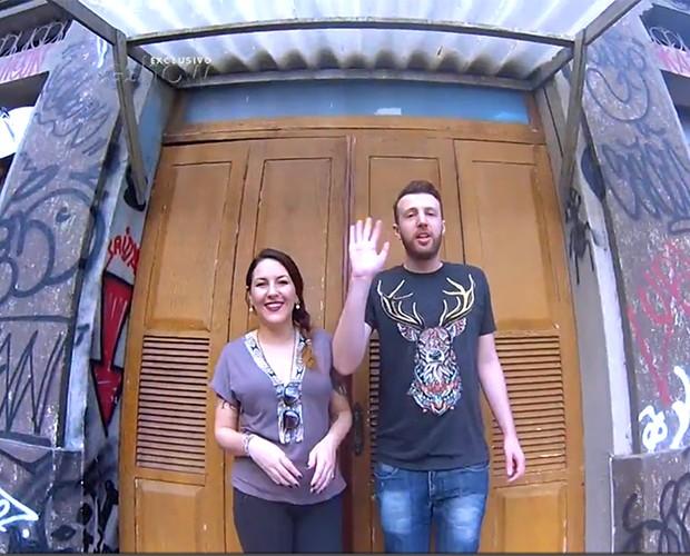 Thiago e Bic visitam cenário de Marechal Hermes em Malhação (Foto: Gshow)