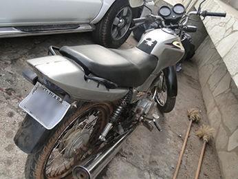 Adolescente é detido com moto roubada em MT (Foto: Divulgação / PM)