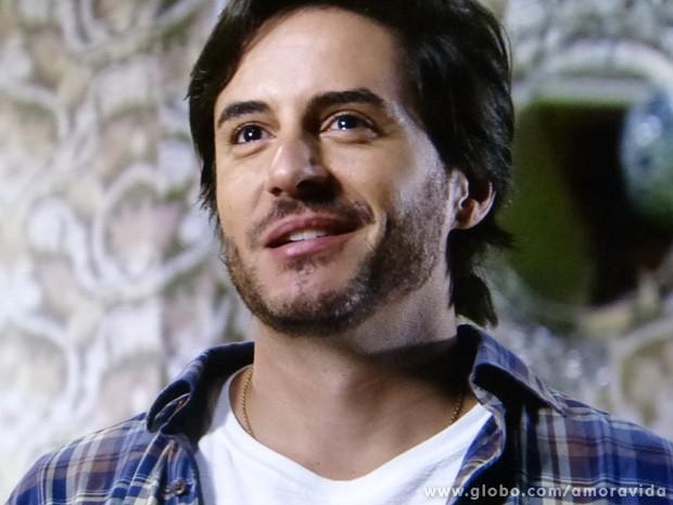 """Ele fica delirando depois do momento íntimo: """"Eu te amo"""" (Foto: Amor à Vida / TV Globo)"""