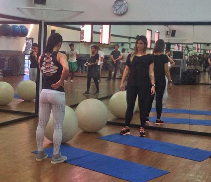 Bella Falconi e Kally Key mostram como mantêm o corpão (Foto: Cristina Cople / Gshow)