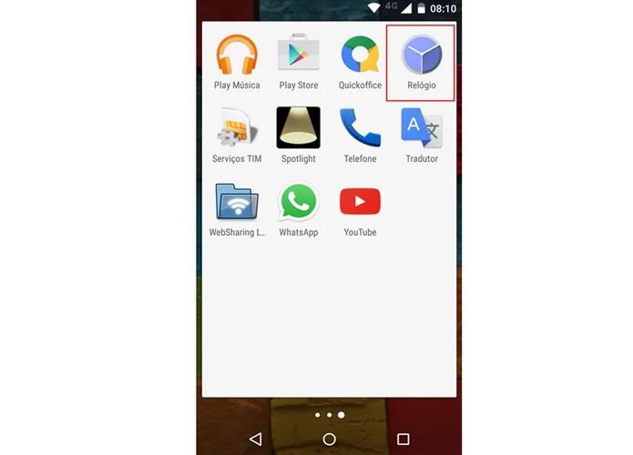 Aplicativo Relógio destacado na bandeja de apps do Moto X (Foto: Reprodução)