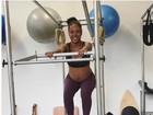 Negra Li exibe barrigão de grávida em aula de pilates