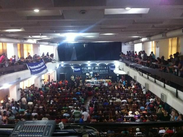 Assembleia aconteceu nesta quarta-feira (7) entre profissionais de educação (Foto: Gabriel Barreira/G1)