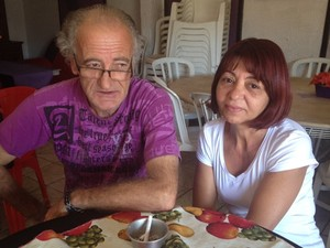 Jesus e Graça pedem que autoridades prendam responsável pelo crime (Foto: Fernanda Borges/G1)