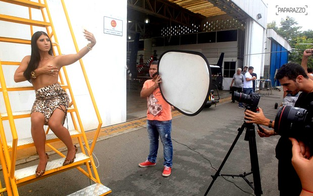 Priscila Pires posa para o Paparazzo (Foto: Isac Luz / Paparazzo)