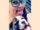 Mulher Melancia imita o cachorro e coloca a língua para fora: 'Calor'