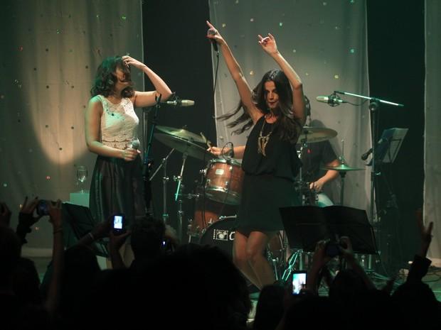 Emanuelle Araújo e Maria Luiza em show na Zona Sul do Rio (Foto: Marcello Sá Barretto/ Ag. News)