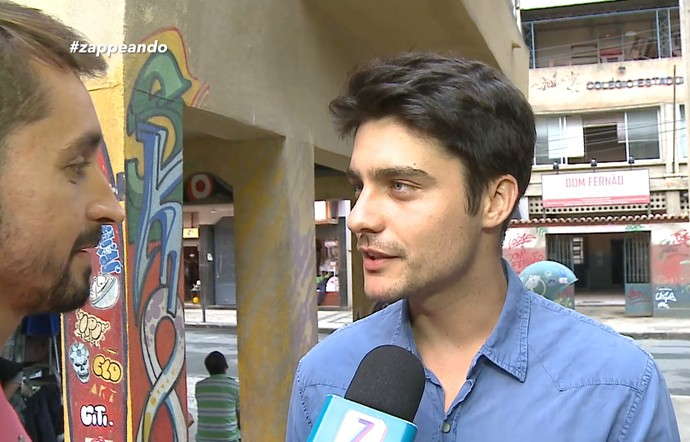 Moacyr conversa com elenco de 'Malhação' (Foto: Zappeando)