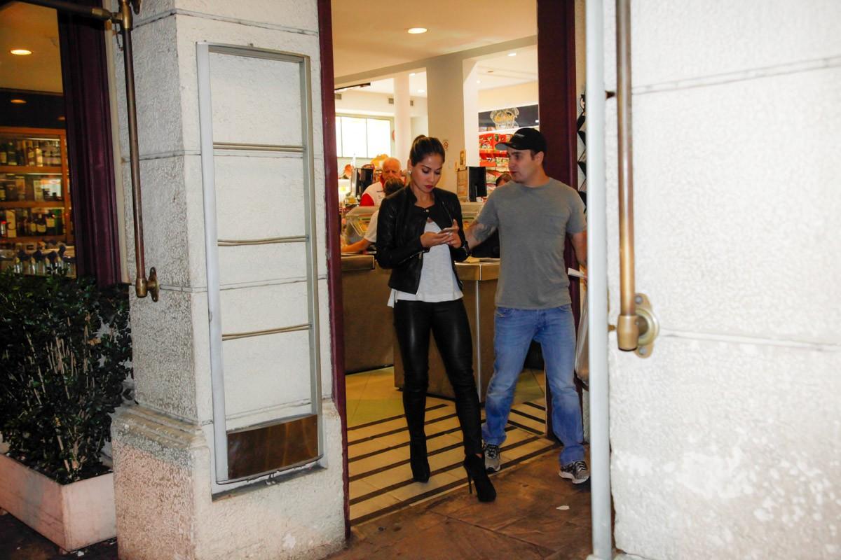 Mayra Cardi curte passeio por São Paulo em clima de romance com o ...