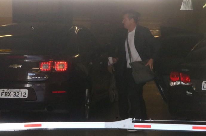 Dunga chega à sede da CBF (Foto: Guilherme Pinto / EXTRA / Agência O Globo)